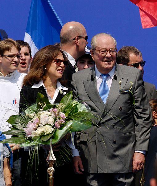 509px-Le_Pen_Paris_2007_05_01_n5