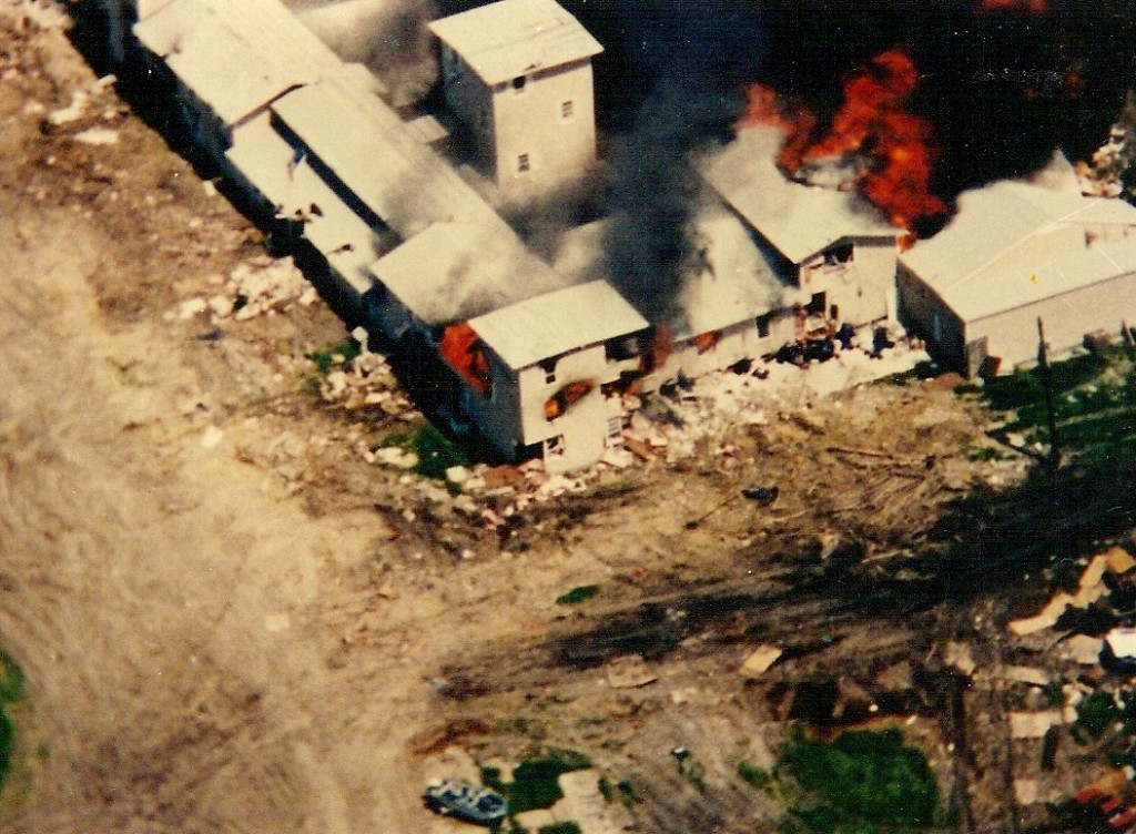 The Branch Davidians' Mount Carmel Center in Waco, Texas engulfed in flames on April 19, 1993. Photo: FBI / WikiCommons / in the public domain